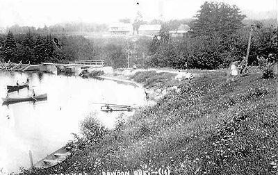 Barrage sur la rivière Rouge / Dam on the Red River
