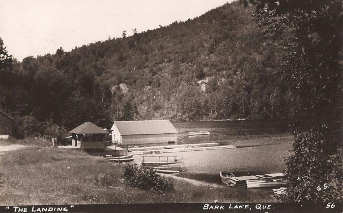 Le quai, Lac Bark, Arundel, vers 1915 / The Landing, Bark Lake, Arundel, c.1915