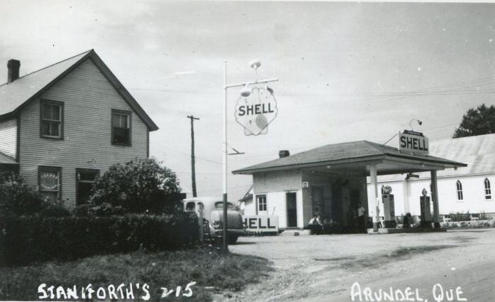 Arundel -- Station d'essence Shell, vers 1950 / Shell Gas Station, c.1950