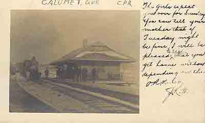 Gare et passagers / Railway Station and passengers, 1905