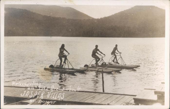 Water cycling on Lake Archambault, St. Donat / Cyclisme sur l'eau, Lac Archambault, Saint-Donat
