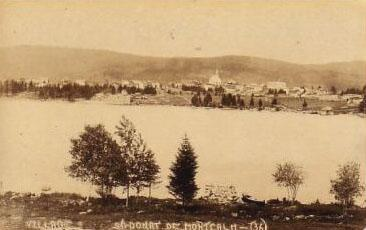 Village et lac, vers 1925 / Village and lake, c.1925