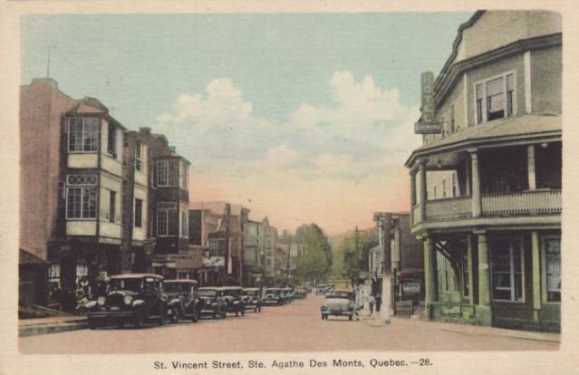 Rue Saint-Vincent, Saint-Agathe-des-Monts, vers les années 1930 / St. Vincent Street, St. Agathe, c.1930s