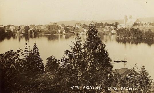 Village et lac / Village and lake