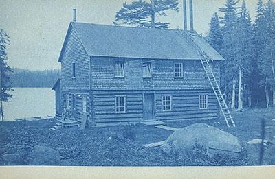 Camp privé au lac / Cabin by the lake (1909)