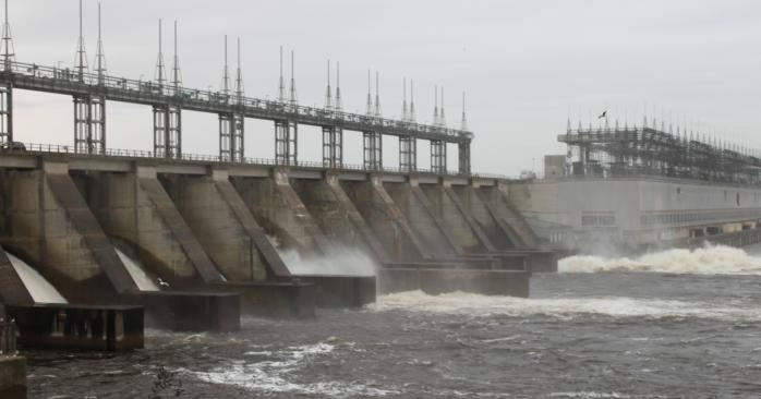 Carillon Dam