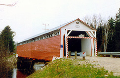 Covered bridge, La Macaza. (Photo - Léo Bonin)