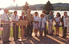 Unveiling a plaque at a local heritage site. (Photo - Comité du patrimoine Sainte-Agathe-des-Monts)